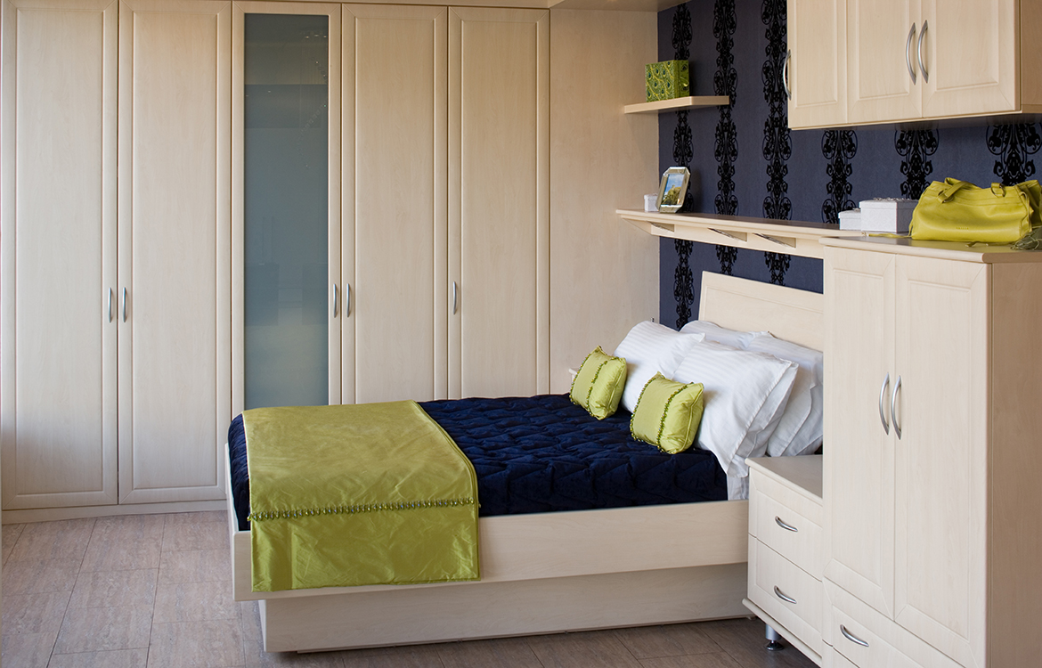 Fitted bedrooms - Millenium :: pale wood