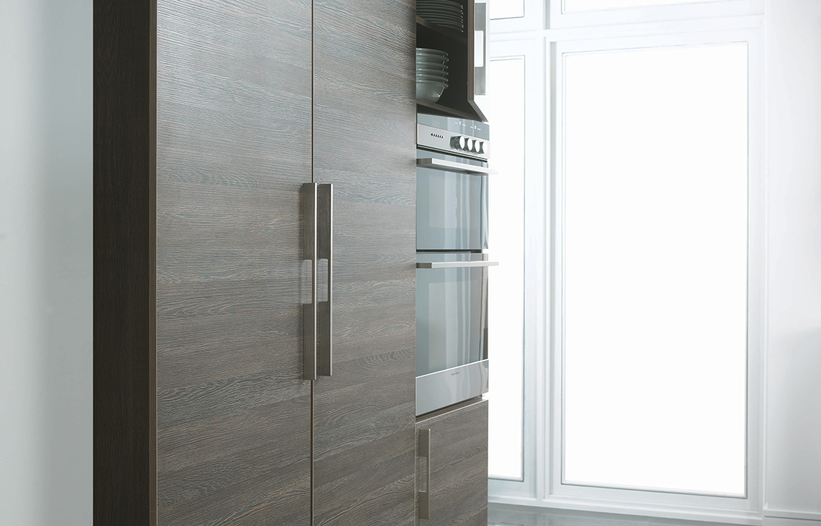 Lastra fitted kitchen :: permagon gloss and mali wenge matt finish -detail 2