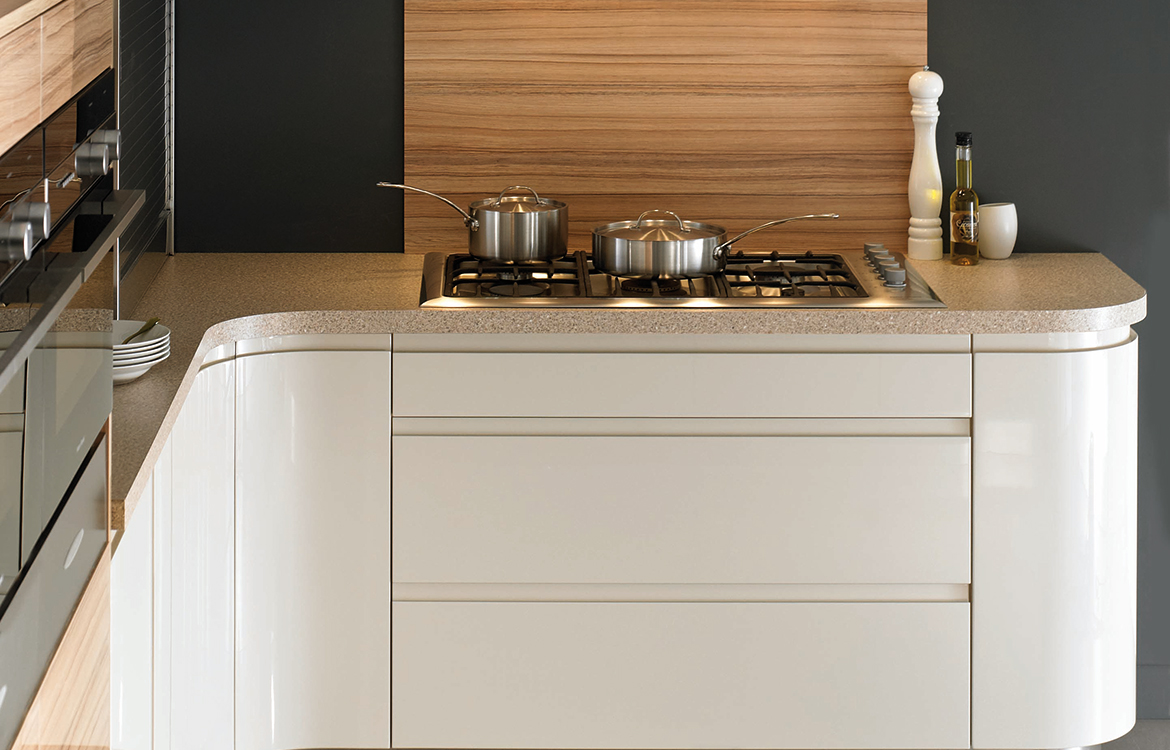 Segreto fitted kitchen :: permagon gloss and coco bolo finish - detail 1