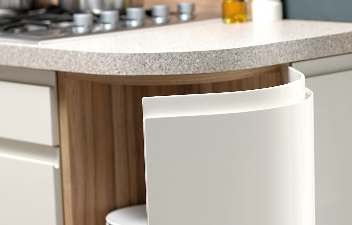 Segreto fitted kitchen :: permagon gloss and coco bolo finish - detail 2
